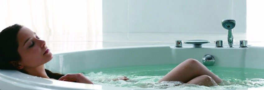 outdoor spa bathtub